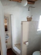 Main Bed Bathroom